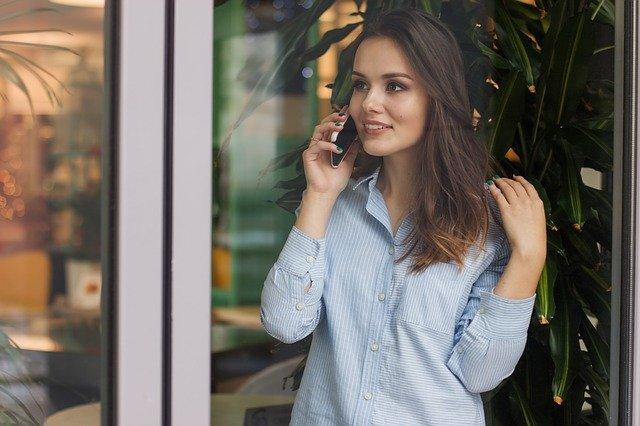 jak rozmawiać z klientem przez telefon